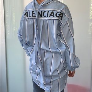 📌BALENCIAGA Oversized striped cotton poplin shirt